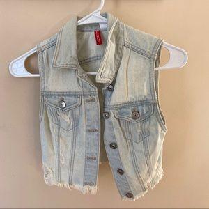 Sleeveless mini jean jacket